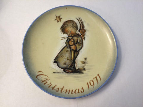 Hummel Christmas 1971 Plate - Jarred's Homegoods / Treasure Brokers  - 1