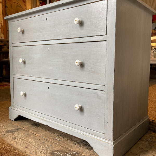 Chest of drawers - French Antique - 3 good running drawers C1900