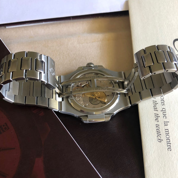 Patek Philippe - Nautilus 5712 Geneva Seal Hallmark - ON HOLD