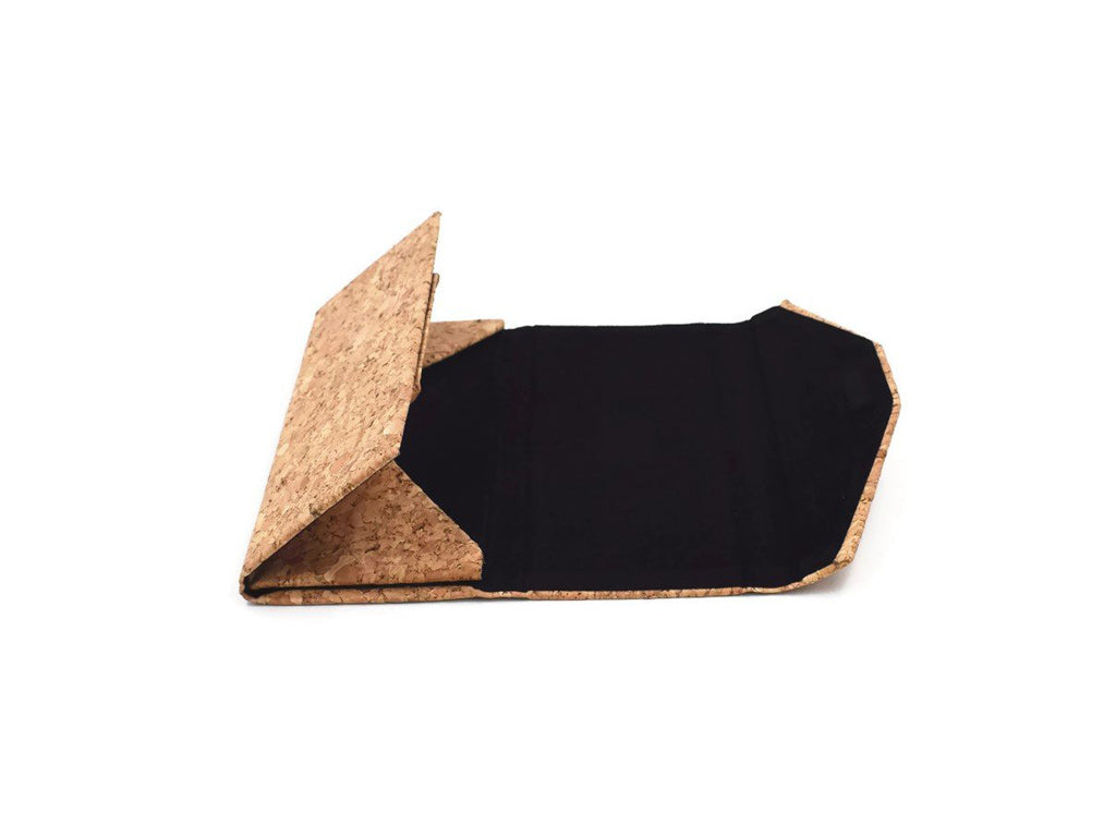 Complimentary foldable cork case from Duskies