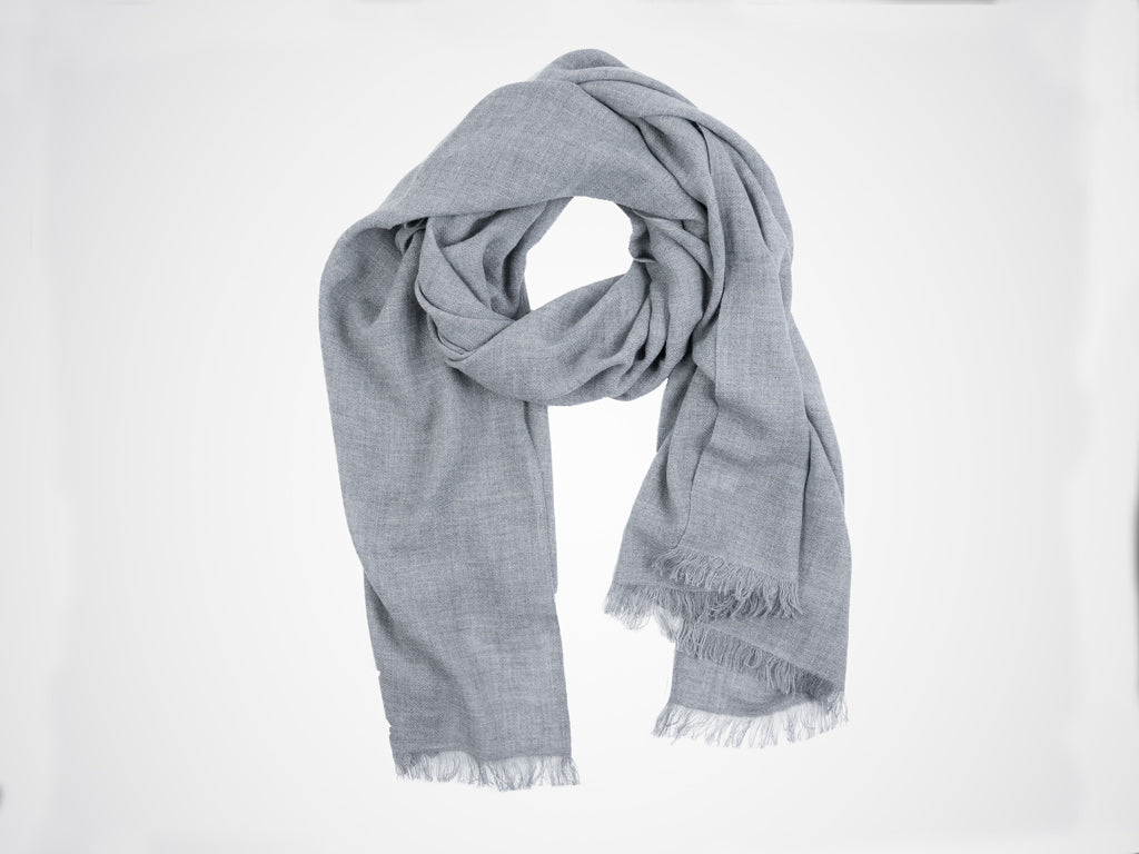 Dinadi, Fine merino scarf in pebble grey
