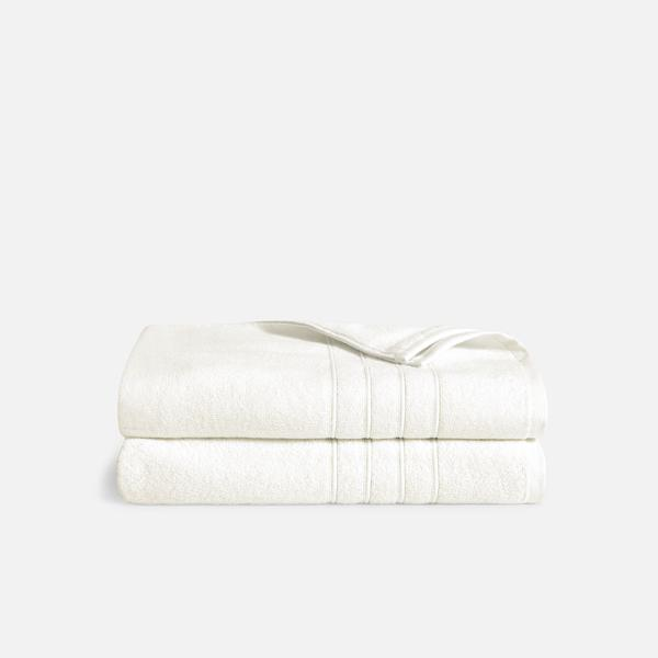 Stack of Mid-Plush Bath Sheets in Cream