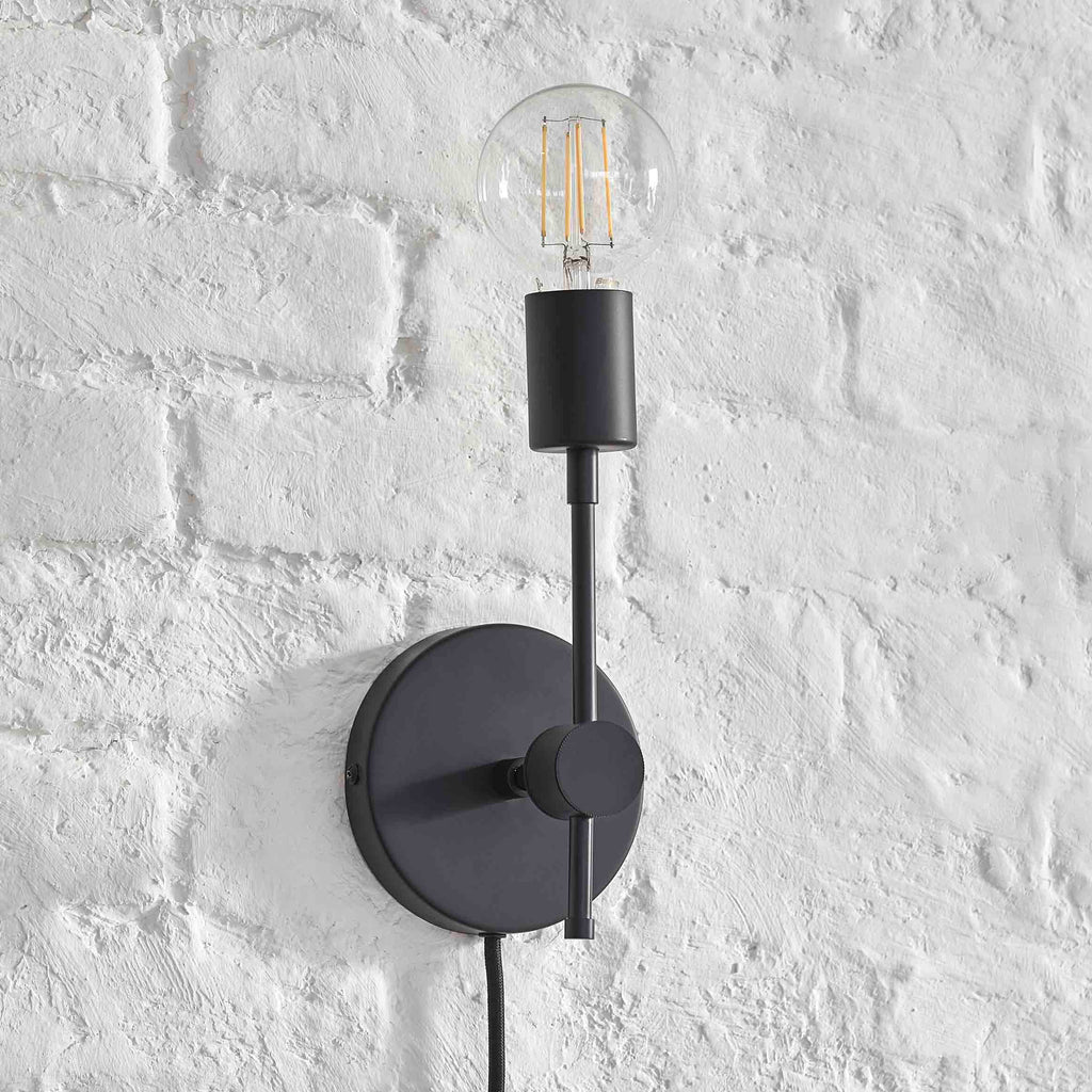 Plug-In Solo Sconce - Black
