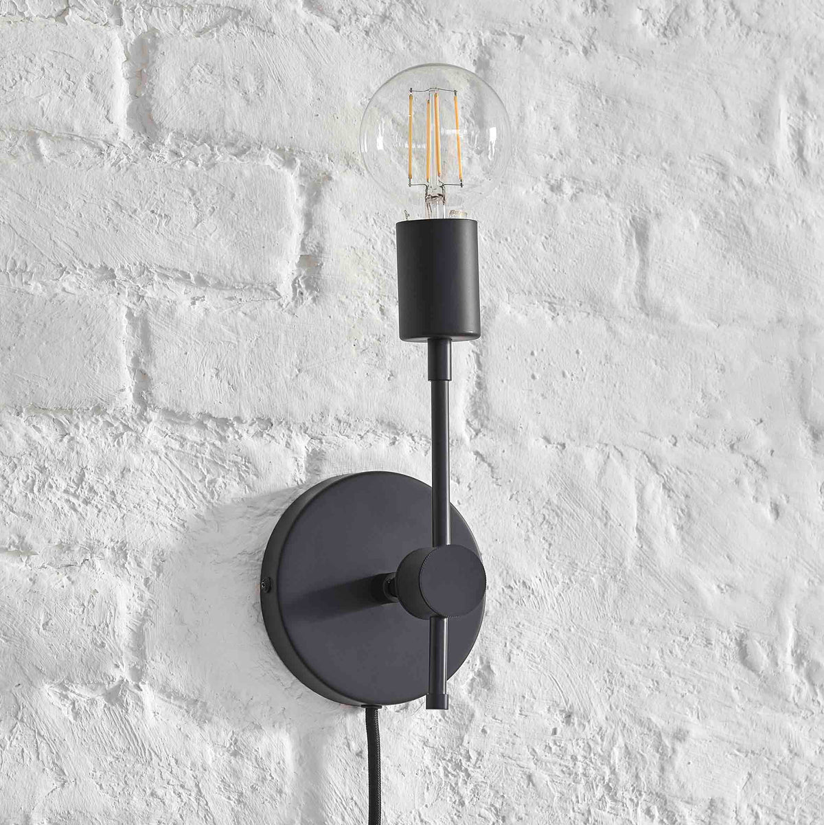 Plug-In Solo Sconce / Black