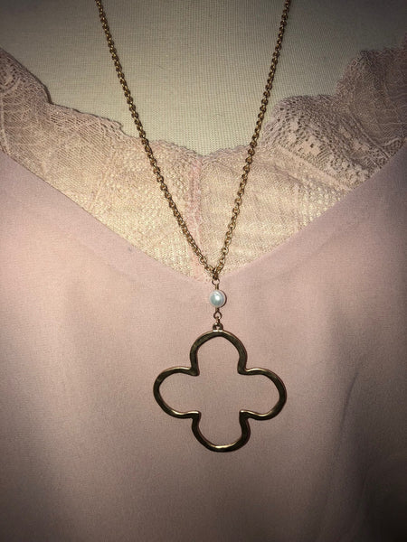 Clover Necklace w/ Pearl