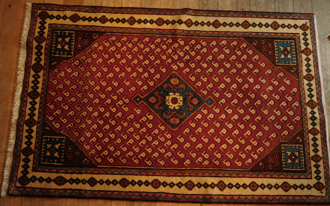 Hamedan Rug 202x132 Z5304 - Persian Tribal Rugs