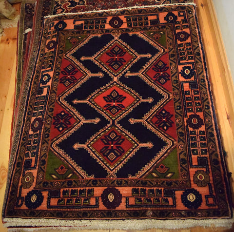 Koliai Rug 117x98 Z4121 - Persian Tribal Rugs
