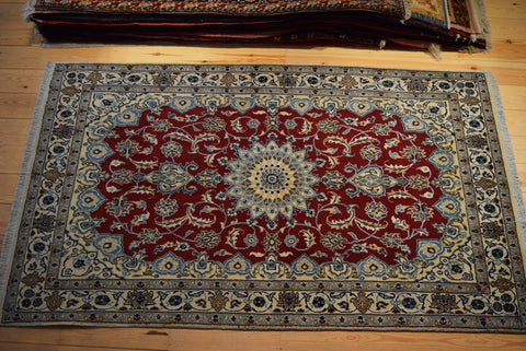 Nain Rug 204x123 Z4218 - Persian Tribal Rugs