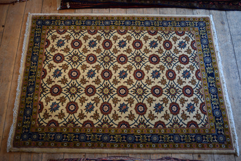 Varamin Rug 150x110 Z2052 - Persian Tribal Rugs