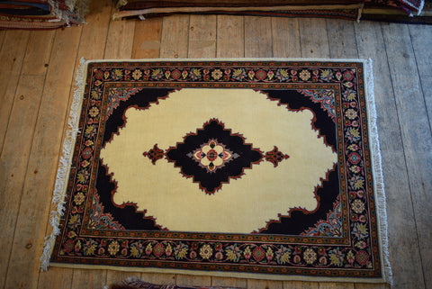 Sarouk Rug 133x100 Z4683 - Persian Tribal Rugs
