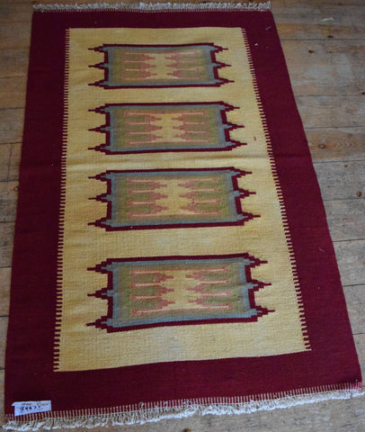 Persian Kilim 140x92 Z4637 - Persian Tribal Rugs