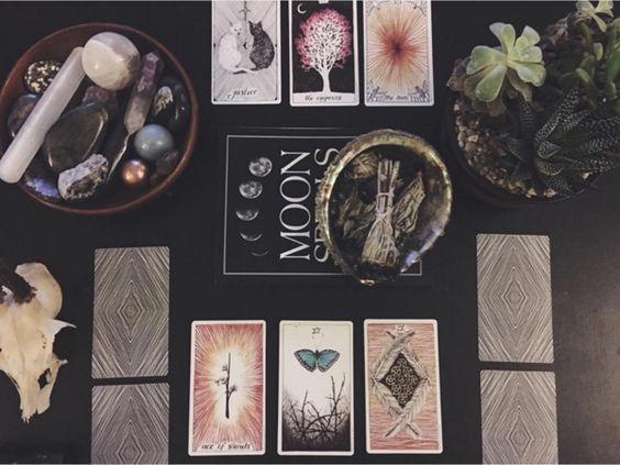 NEW YEAR TAROT CARD READING
