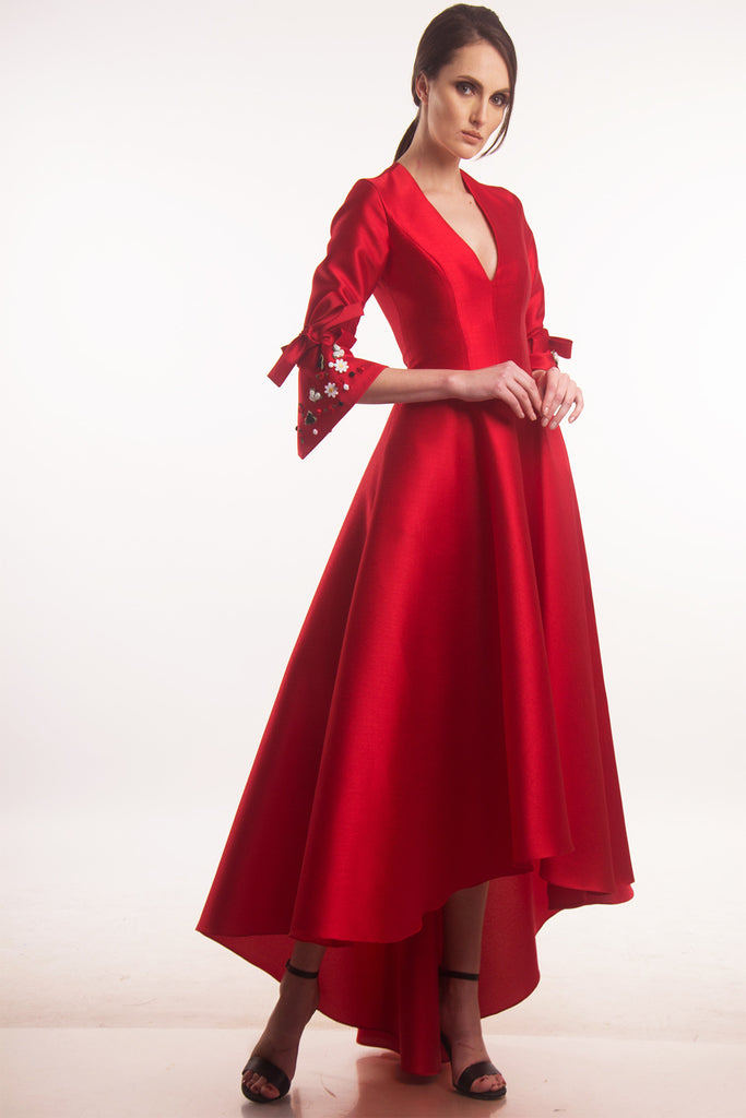 Red V-neck ball gown with appliqués – icaserafica