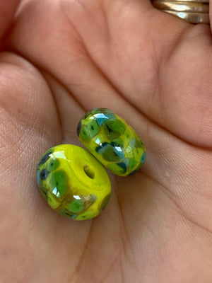 Set of 2 speckled beads in grass green & lime.