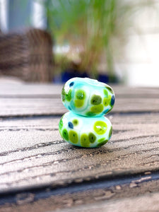 Set of 2 speckled beads in grass green & mint blue