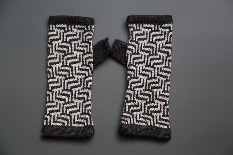 Alpaca Gloves Mochica Black and White