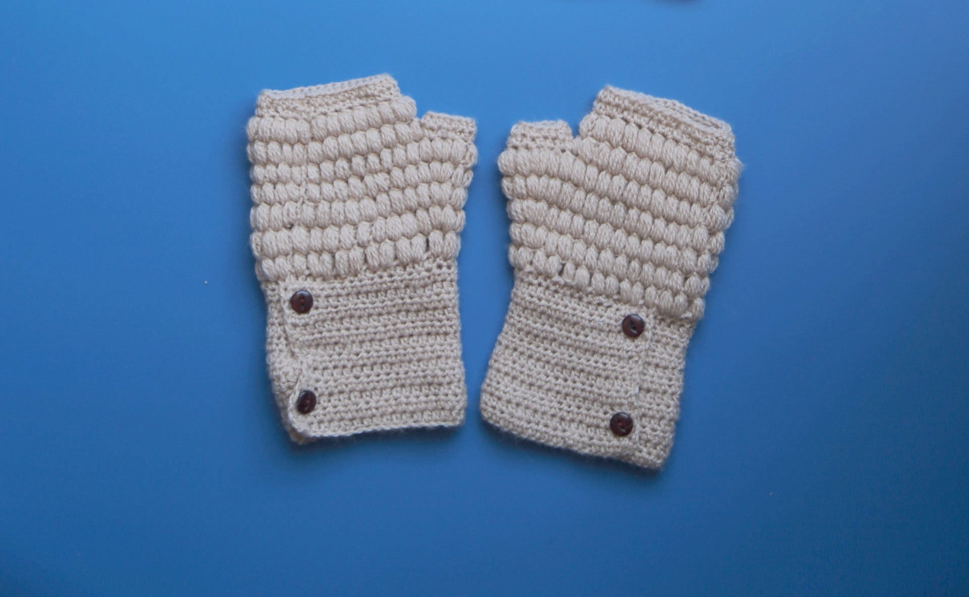 Alpaca Gloves Buttons Beige