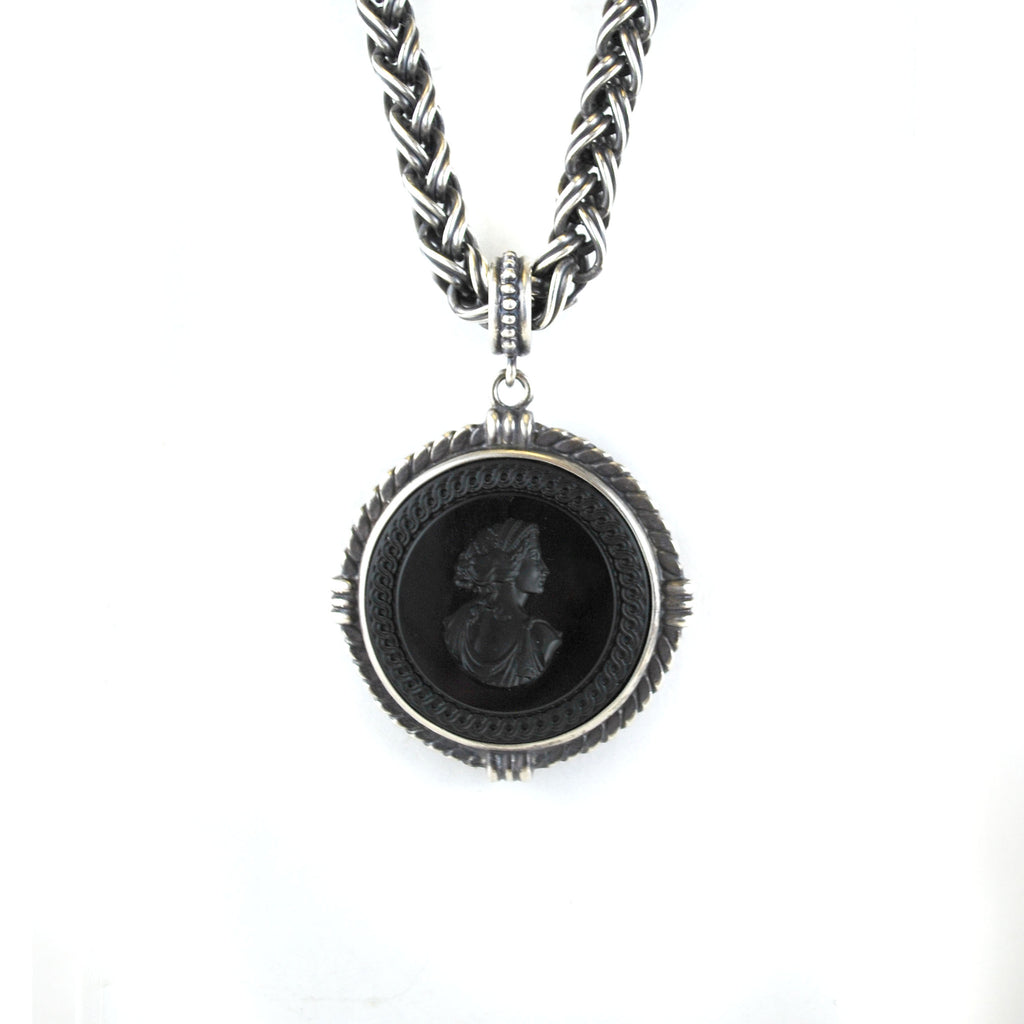 Rope Chain Intaglio Necklace