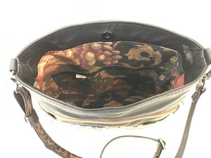 Savanna Crossbody Black interior view