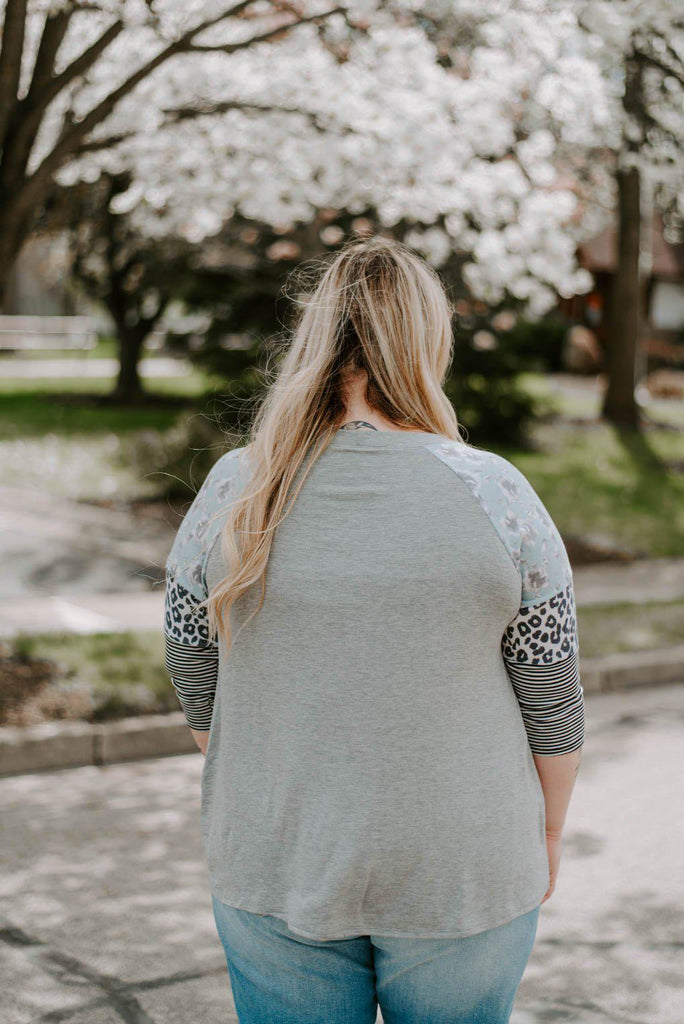 Curvy Rose 3/4 Floral Sleeve Knotted Top-Nora Gray Boutique