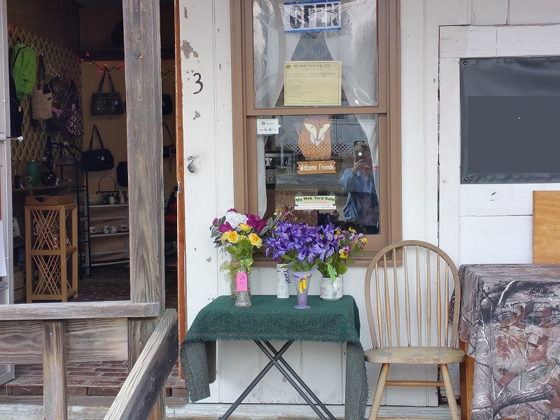 Front of Small Thrift Shop