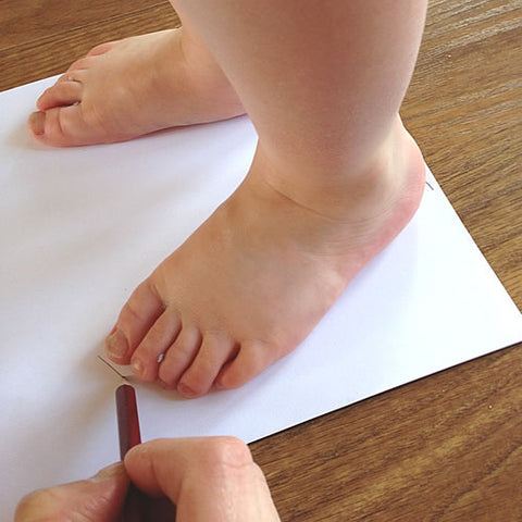 How To Measure Baby And Toddler's Feet - Shoe Sizing Guide - Marking Feet On Paper