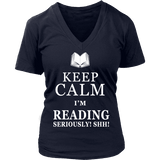 Keep calm i'm reading, seriously! shh! V-neck-For Reading Addicts