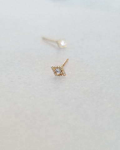 BLANCA MONROS GOMEZ - DIAMOND FILIGREE DIAMOND STUD - 14K YELLOW GOLD
