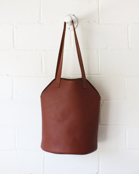 ESBY FISHERMAN TOTE - BROWN CALFSKIN