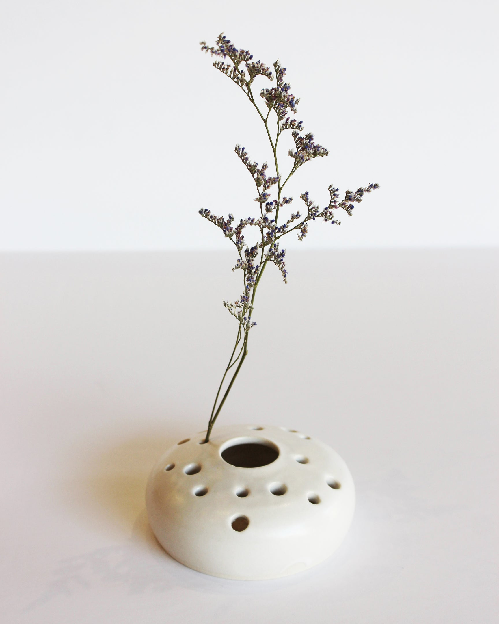 & NOTARY CERAMICS - FLOWER FROG VASE - SATIN WHITE \u2013 esby apparel