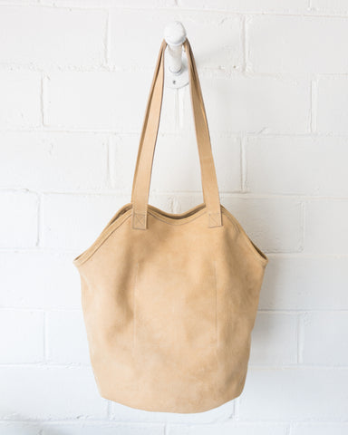 ESBY FISHERMAN TOTE - SAND SUEDE
