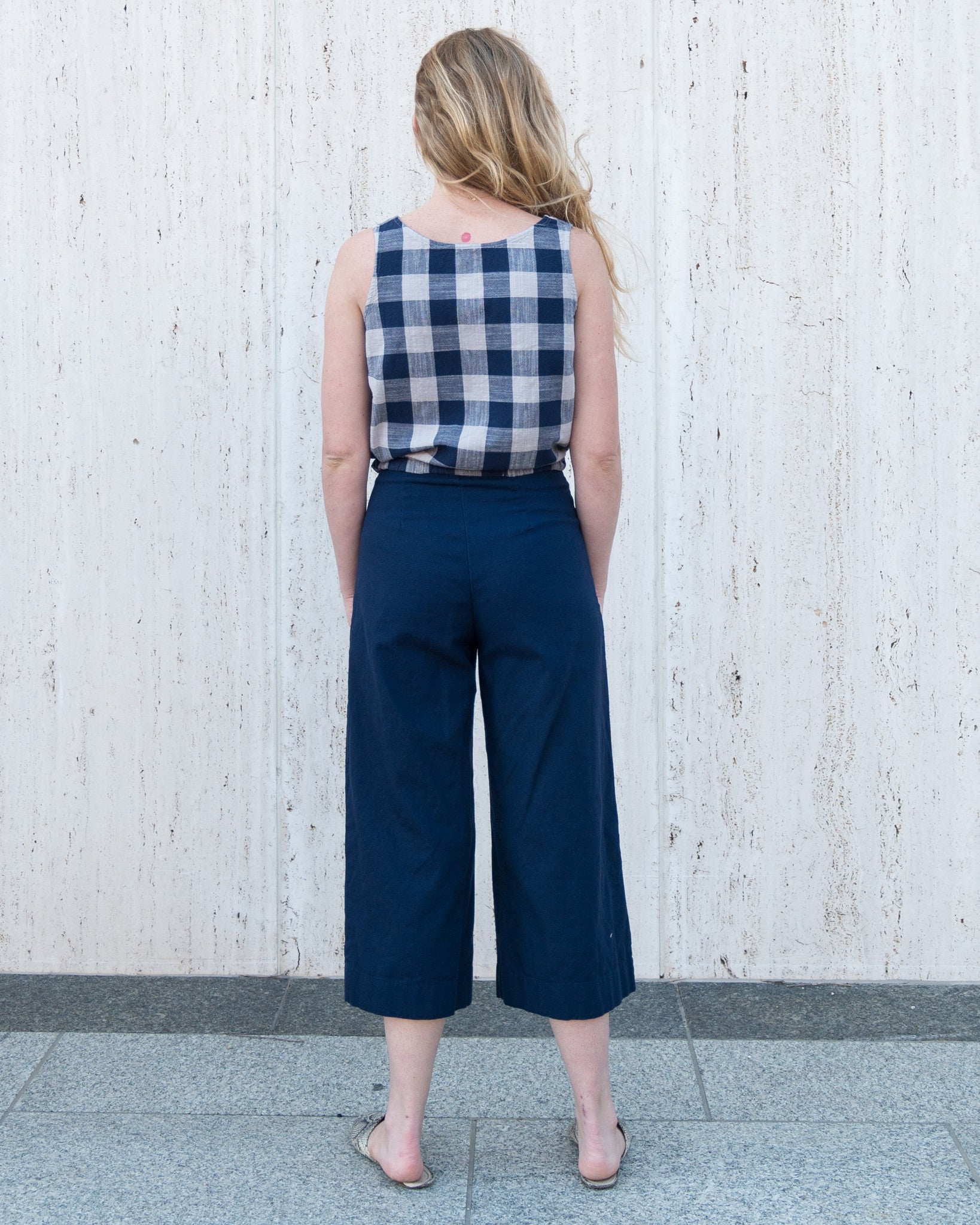esby-apparel-womenswear-designed-in-austin-made-in-usa-lucia-seamed-pant-navy