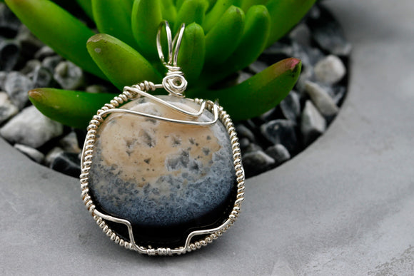 KJ-002 Agate Wire Wrapped Pendant - Kalitheo Creations