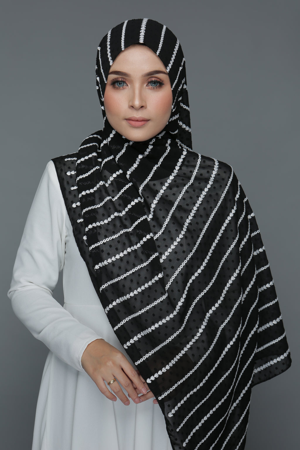 Embroidery Textured Shawl (Black)