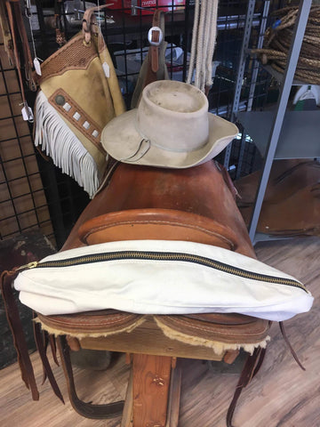 Heavy 15 ounce canvas cantle bag with a heavy #10 brass zipper and dees to attach to your saddle, otherwise known as a medicine bag or saddle bag.