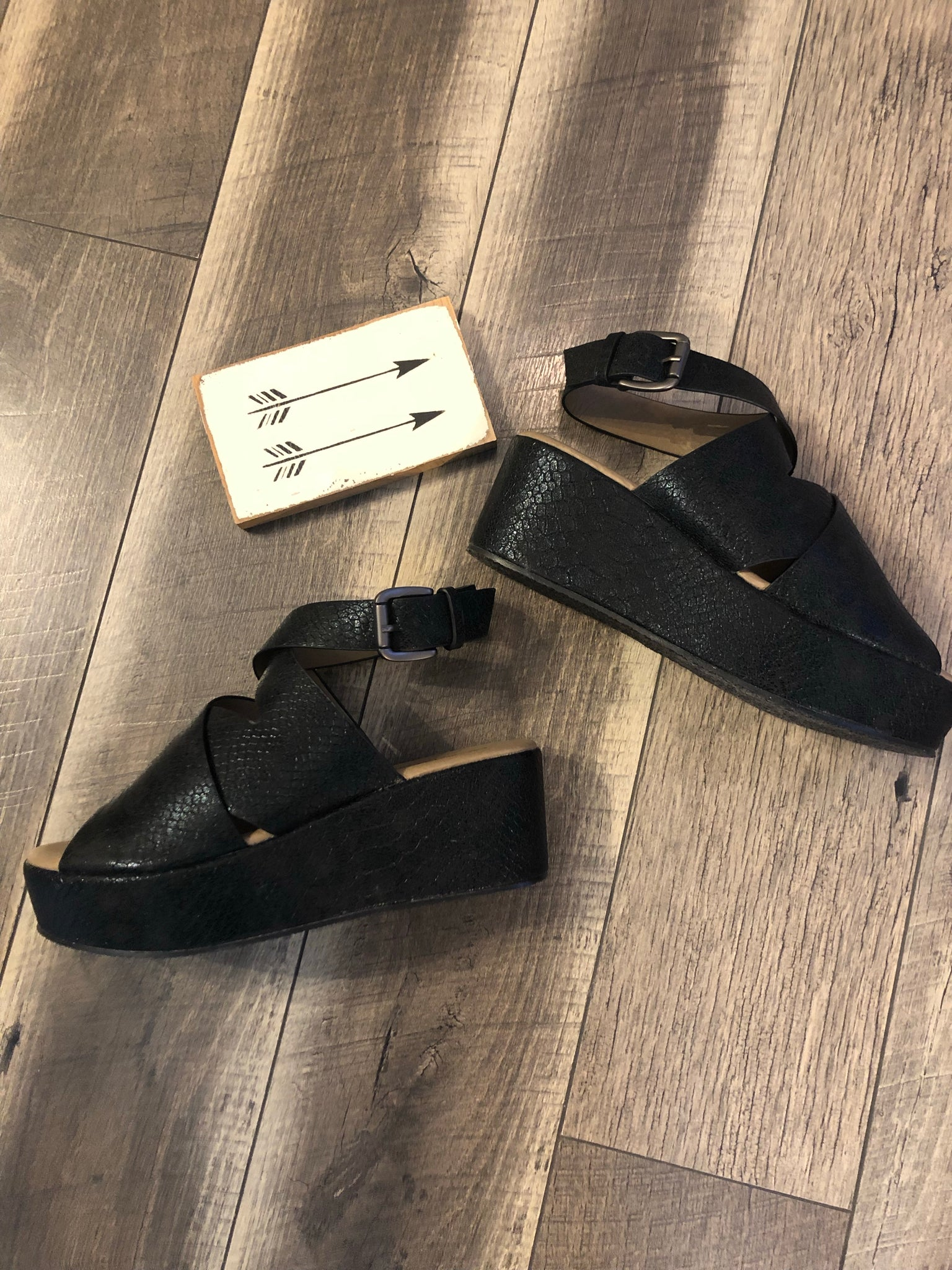 Black Marseille Wedge