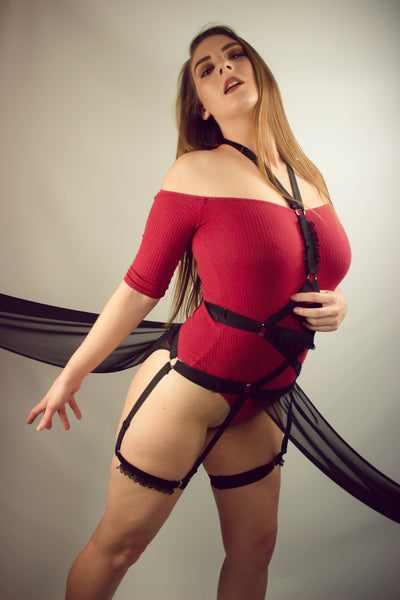 Bella adjustable body harness with skirt