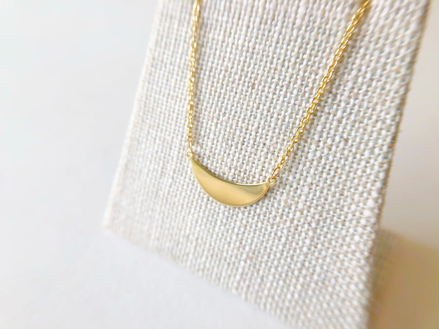 Crescent Necklace 14ct Gold