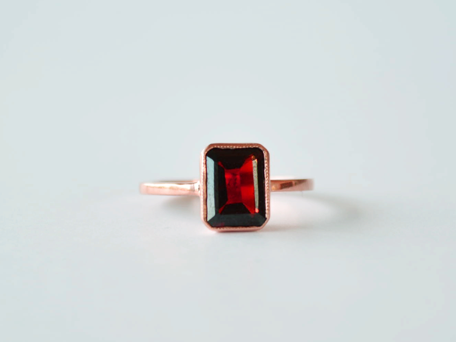 Scout Ring Rose Gold with Garnet