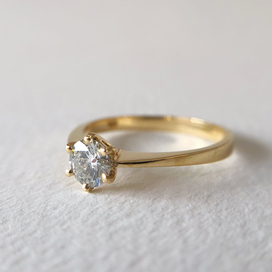 Betty Ring w Diamond in Yellow Gold