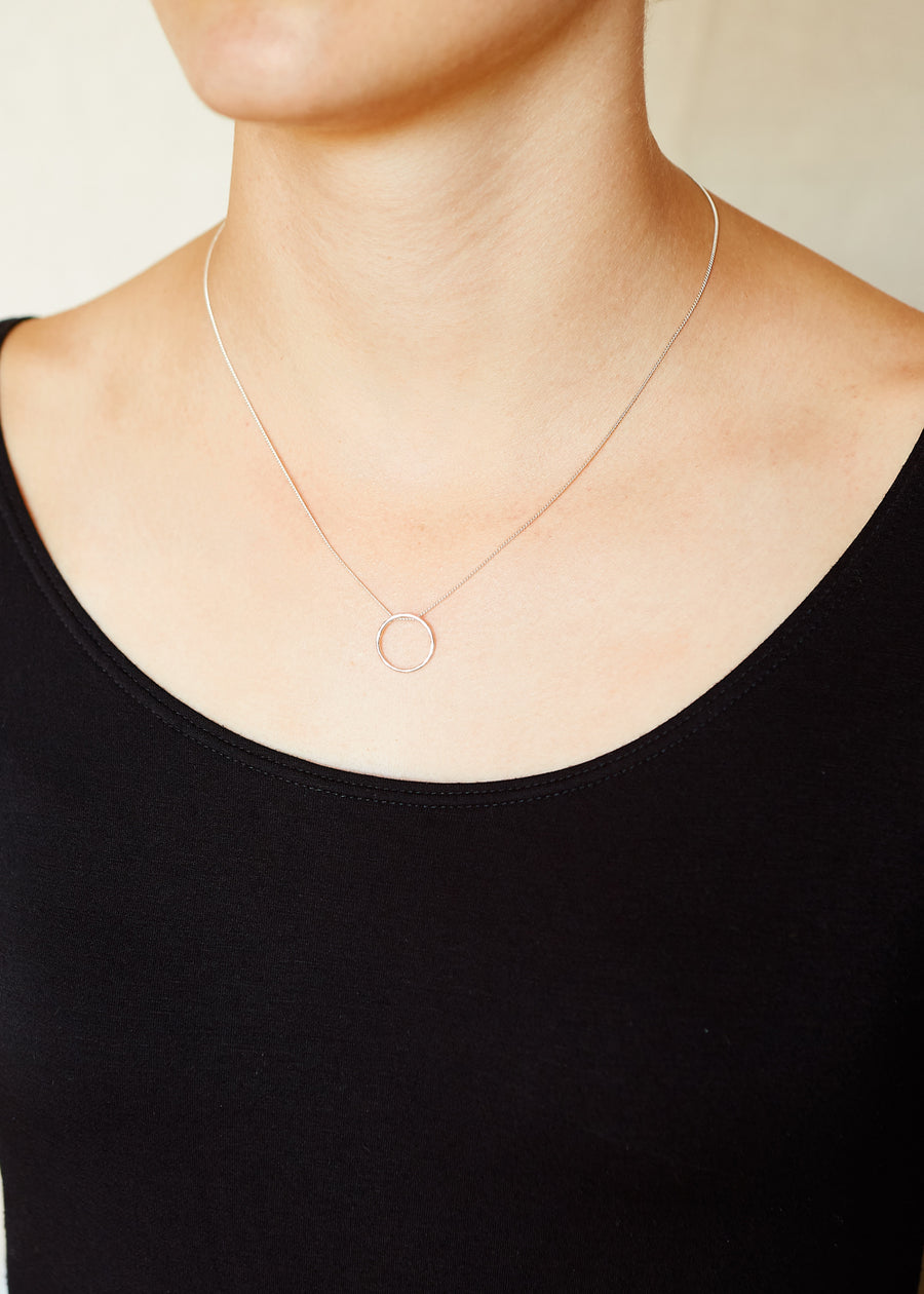 Circle Outline Necklace Silver