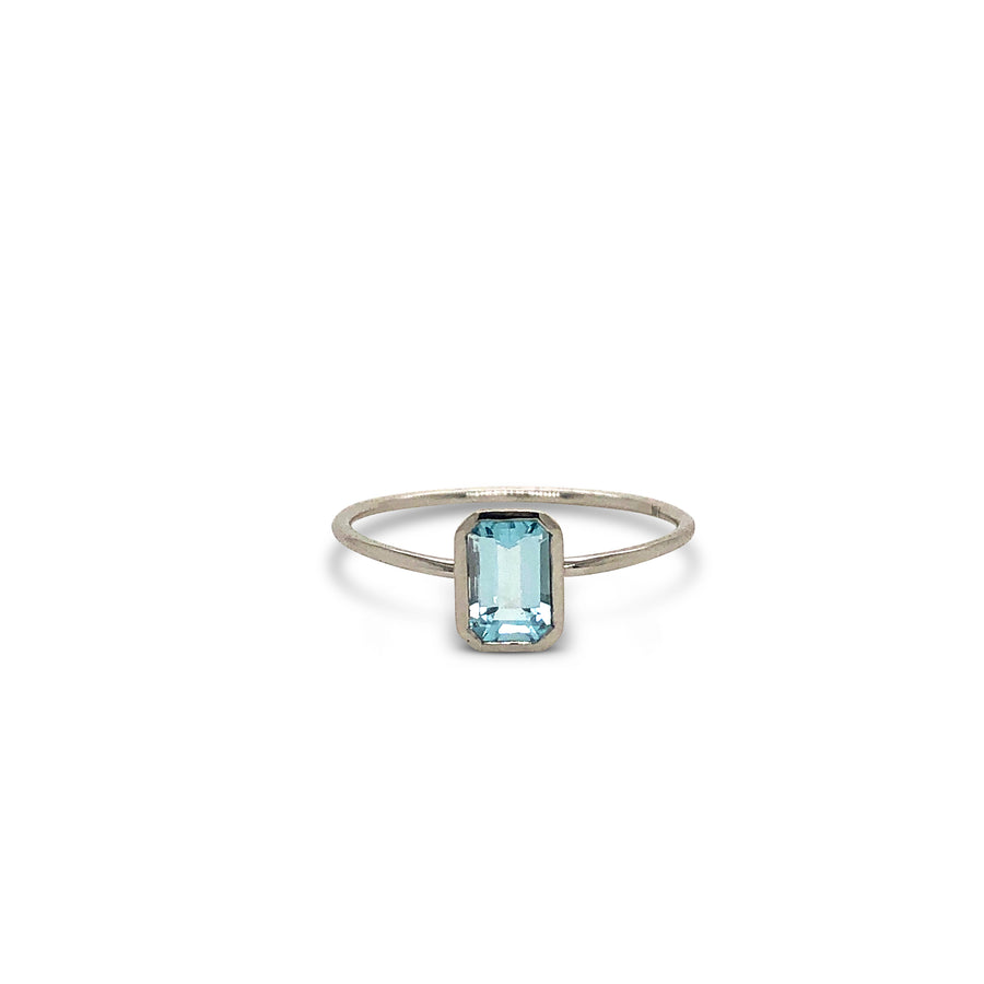 Little Scout Ring White Gold and Topaz