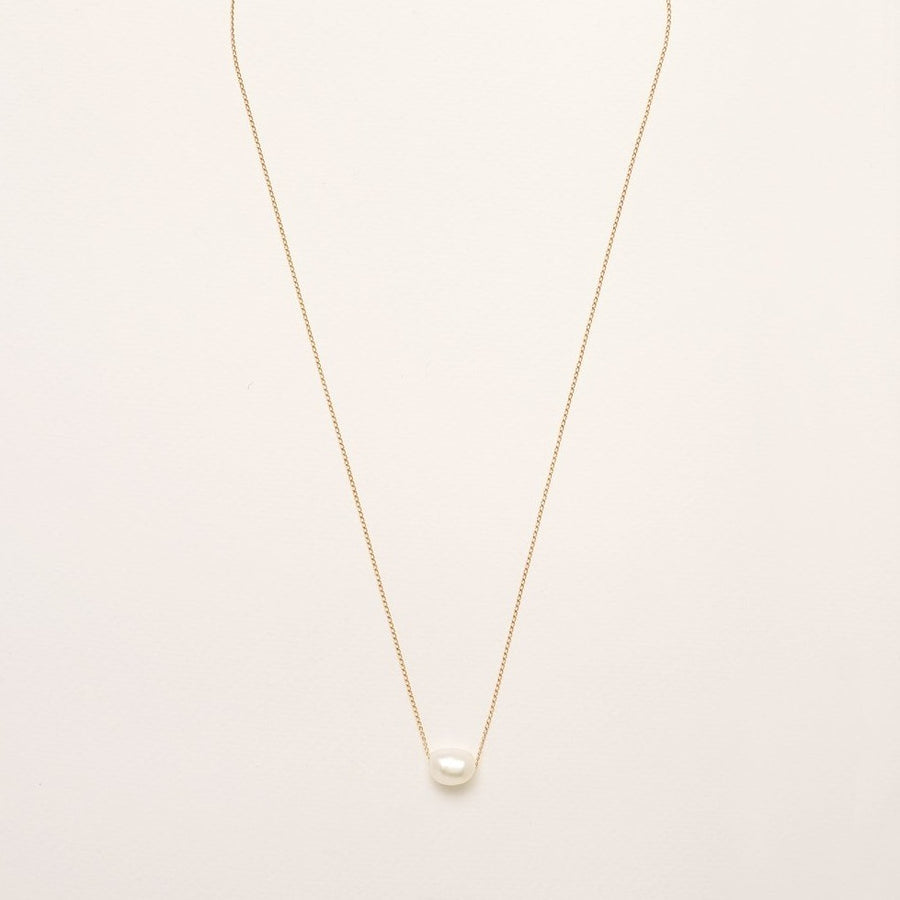 A single Freshwater Pearl on a Gold Plated 925 Sterling Silver Chain.