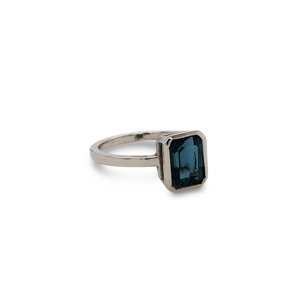 Scout Ring White Gold with London Blue Topaz