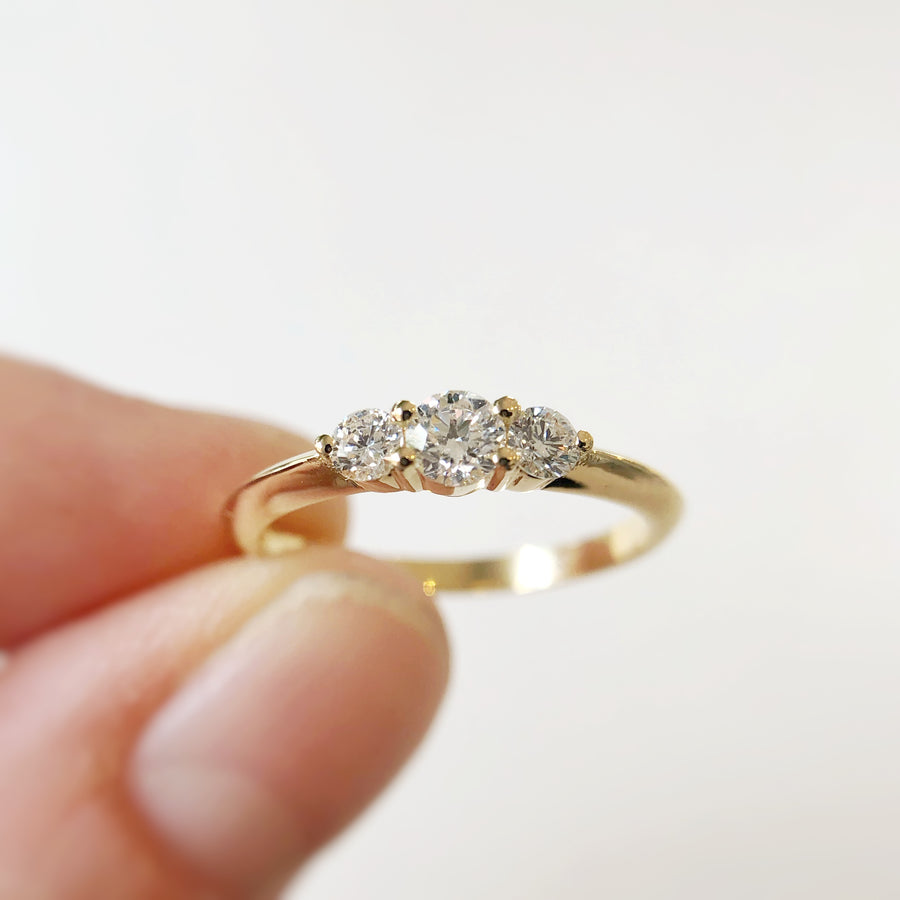Trois Ring with White Diamonds in Yellow Gold