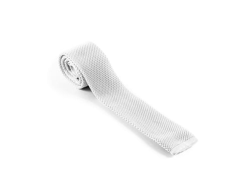 White knitted silk tie | Diner en blanc | Parlour.Club