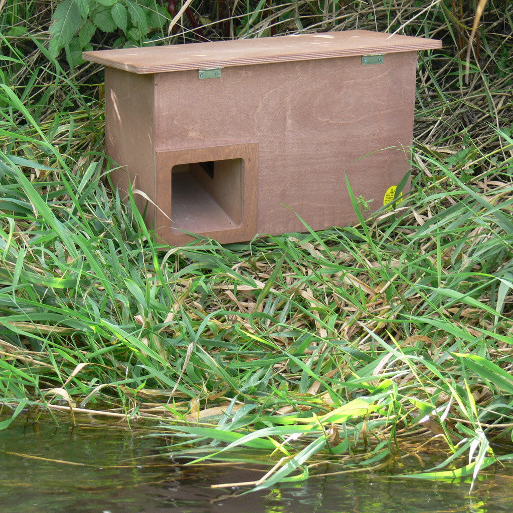 nest box for wild and domesticated ducks