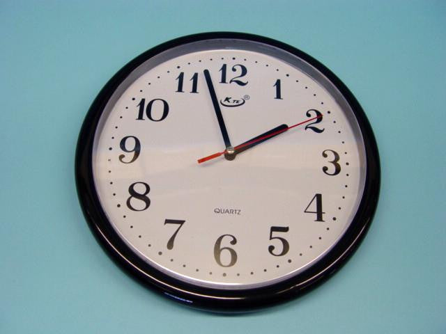 CLOCK WALL-BATTERY OPERATED