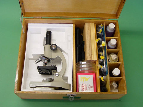 KIT MICROSCOPE IN WOODEN BOX