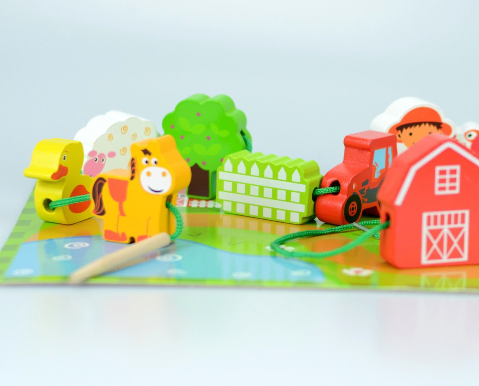 Jumini Foldaway Farmhouse Toy